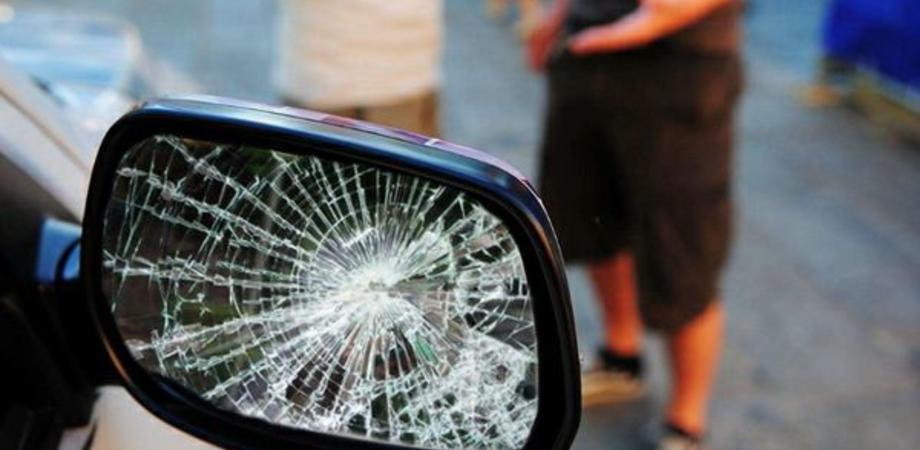 Caltanissetta. Pakistano ubriaco danneggia sei auto in Corso Umberto, denunciato dalla Polizia