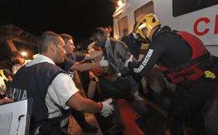 http://www.seguonews.it/scafisti-traditi-dai-selfie-sorridenti-in-mare-arrestati-7-egiziani-pozzallo
