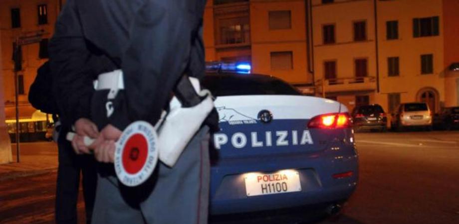 Caltanissetta, due bimbe vagavano in pigiama in via Catania alla ricerca di un cane: la polizia le riporta a casa