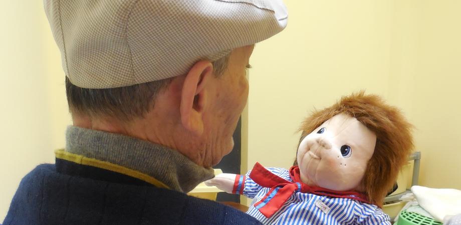 Etnos avvia la Doll Therapy a Caltanissetta: i malati si prendono cura delle bambole