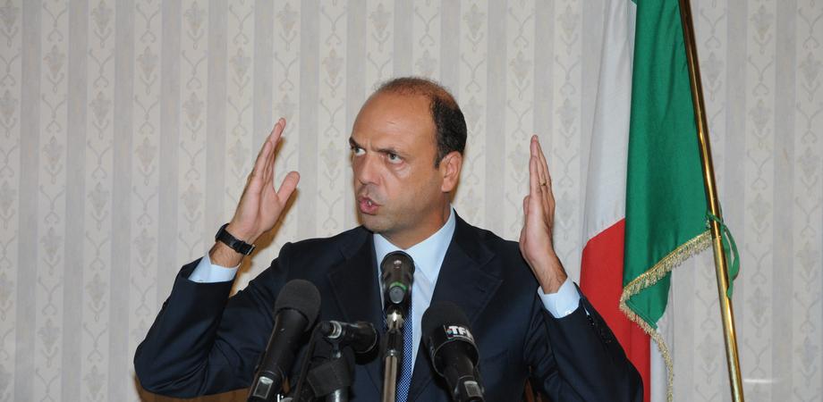 """Immigrazione a Caltanissetta, Alfano: """"Inaccettabile tagliare i fondi ai nisseni per gli stranieri. Attiverò il Welfare"""""""