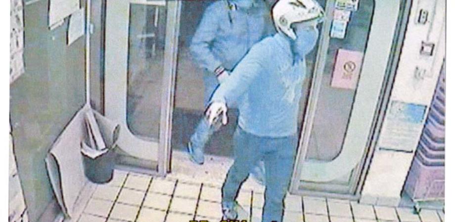 """Rapina al """"Sidis"""": bandito punta coltello alla cassiera e ruba 700 euro"""
