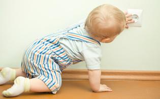 http://www.seguonews.it/tragedia-nel-nisseno-mette-le-mani-nella-presa-bimbo-di-4-anni-muore-folgorato