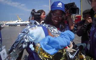 http://www.seguonews.it/siracusa-sbarcati-250-migranti-una-donna-partorisce-bimba-nel-barcone