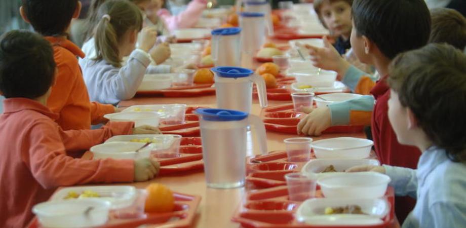 Mense scolastiche, stop a posate di plastica: ddl dei grillini all'Ars
