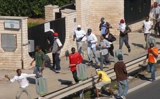 http://www.seguonews.it/mineo-profughi-occupano-invadono-area-di-servizio-sassaiola-contro-polizia
