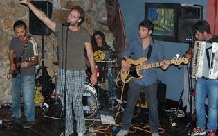http://www.seguonews.it/baddaro-live-folk-sabato-sera-al-winner-pub-e-vietato-non-ballare
