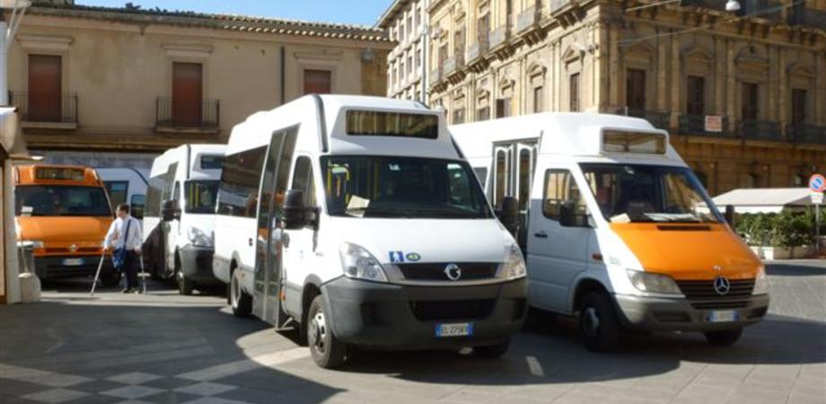Sciopero Scat, da oggi bus fermi in piazza. E i vigili urbani li multano per divieto di sosta