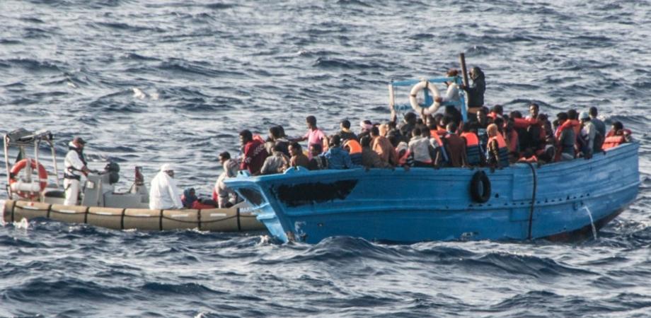 Canale di Sicilia, soccorsi oltre 300 migranti in poche ore