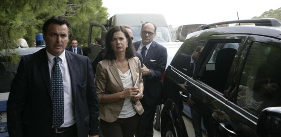Laura Boldrini oggi a Mazzarino rende omaggio ai naufraghi sepolti nel cimitero