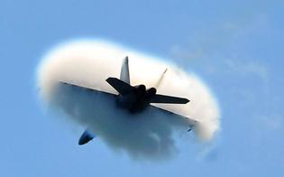 http://www.seguonews.it/ore-18-botto-fa-sobbalzare-caltanissetta-un-aereo-caduto-un-ristorante-esploso-tutto-un-bluff-forse-un-aereo-a-bassa-quota