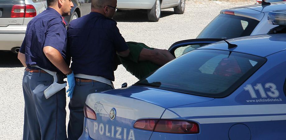 Gela, evade dai domiciliari e minaccia un uomo: arrestato dai poliziotti del commissariato.