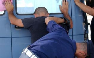 http://www.seguonews.it/caltanissetta-prende-a-pugni-furgone-della-polizia-giovane-denunciato-per-danneggiamento