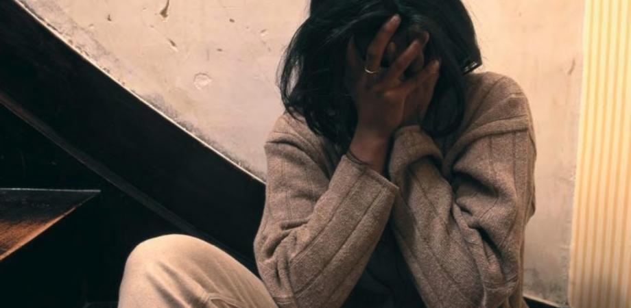 """Stuprata dal branco a 13 anni e costretta a emigrare al Nord, il papà: """"Tutto il paese contro di me"""""""