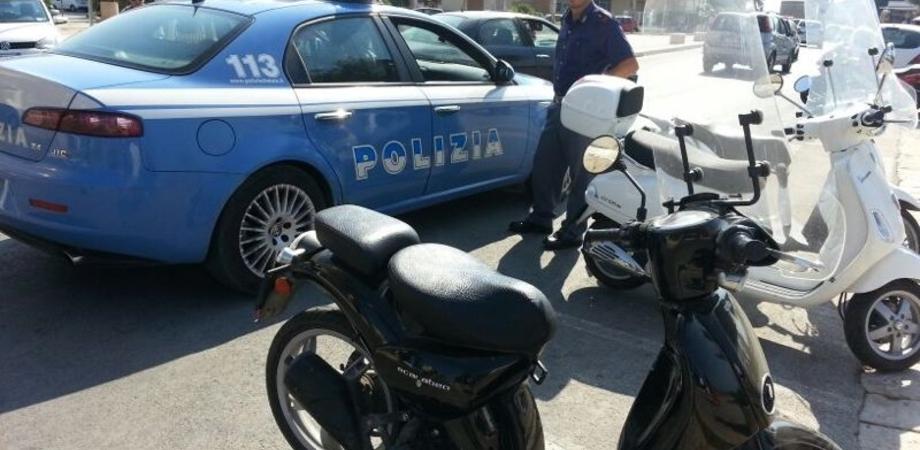 Cadono dallo scooter per seminare la Polizia: presi due giovani nisseni