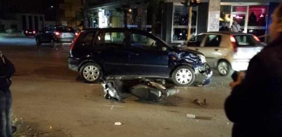 Caltanissetta: scontro auto-scooter in via Catania, giovane in ospedale