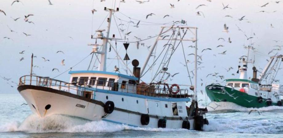 Peschereccio portoghese alla deriva a sud di Gela, soccorso. Salvi i 12 membri dell'equipaggio