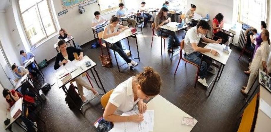 I presidi bocciano le linee guida per il ritorno a scuola: lezioni il sabato e turni differenziati