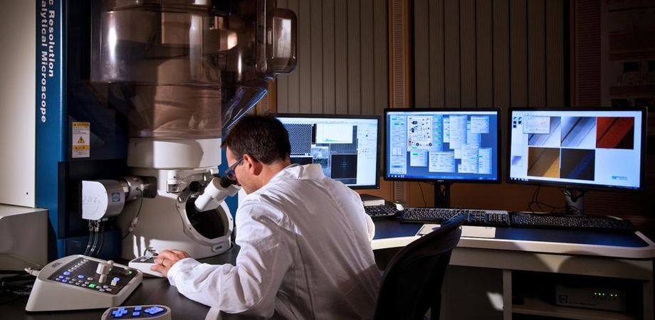 Ricerca: inaugurato nei laboratori Microelectronics di Catania il più potente microscopio europeo