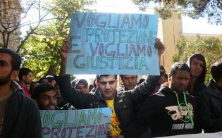 http://www.seguonews.it/protezione-umanitaria-centinaia-di-pakistani-protestano-in-prefettura-a-caltanissetta-noi-profughi-discriminati