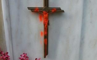 http://www.seguonews.it/san-cataldo-raid-al-cimitero-per-halloween-bestemmie-e-scritte-sulle-tombe-crocifissi-mutilati