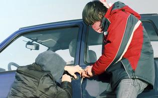 http://www.seguonews.it/ruba-auto-con-due-complici-minorenni-diciottenne-arrestato-a-gela