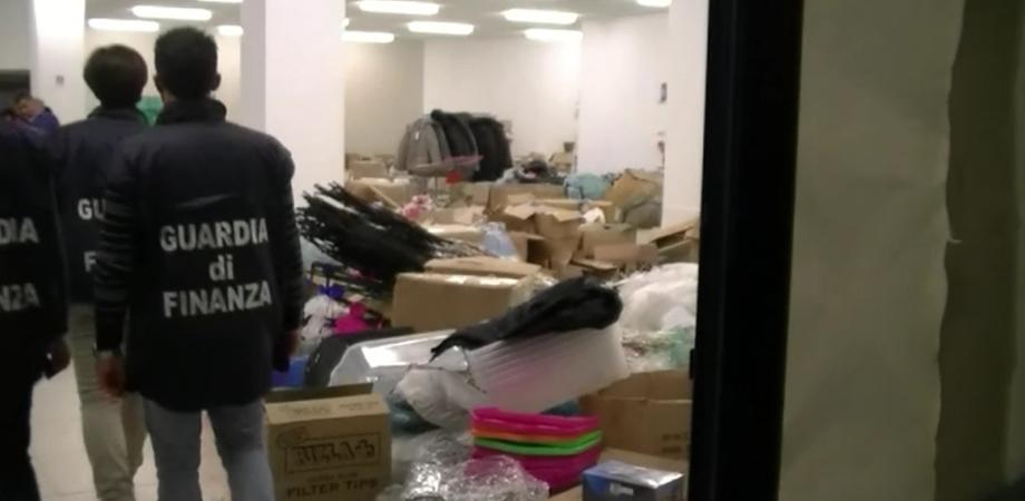 """Caltanissetta, blitz """"Natale Sicuro"""": sequestrati 4mila prodotti pericolosi in negozio cinesi"""