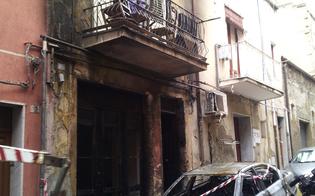 https://www.seguonews.it/gela-notte-di-terrore-in-via-zinchi-incendio-carbonizza-auto-e-danneggia-un-palazzo