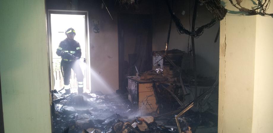 Attacco al Comune di Gela: incendiati gli uffici dell'assessorato Lavori pubblici