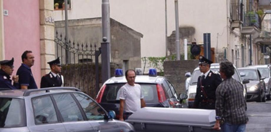 """Catania. """"C'è troppo via vai di clienti"""": sgozza la madre cartomante e si uccide"""