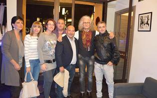 http://www.seguonews.it/un-passaparola-su-facebook-e-i-fan-del-maestro-spampinato-improvvisano-concerto-in-pub-nisseno