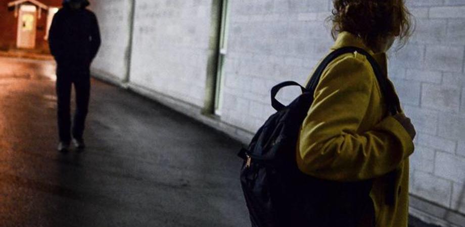 """""""Quando il vicino si invaghì rendendomi la vita un inferno"""". Una ragazza di San Cataldo racconta la sua storia IL VIDEO"""