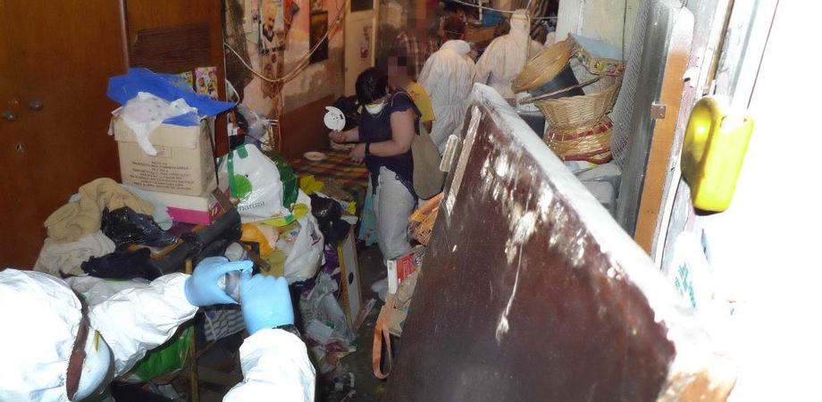 Orrore a Gela: bambini disabili vivevano con genitori e zii in casa tugurio. Nonno denunciato per maltrattamenti in famiglia
