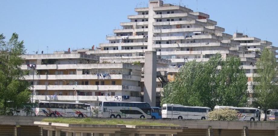 Palermo, gambizzata un'intera famiglia al quartiere Zen 2. Omertà tra i vicini