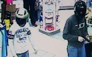 http://www.seguonews.it/violenta-rapina-a-supermercato-di-gela-tre-banditi-picchiano-impiegato-e-scappano-con-la-cassa