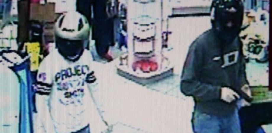 Gela violenta. Colpo al supermercato, banditi sparano fucilate in aria e sradicano le casse