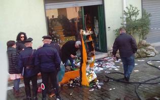 http://www.seguonews.it/caltanissetta-pomeriggio-di-paura-in-via-de-cosmi-incendio-danneggia-erboristeria