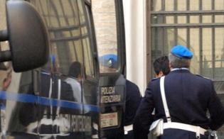 http://www.seguonews.it/san-cataldo-detenuto-sta-male-il-blindato-e-guasto-agente-lo-accompagna-con-la-sua-auto