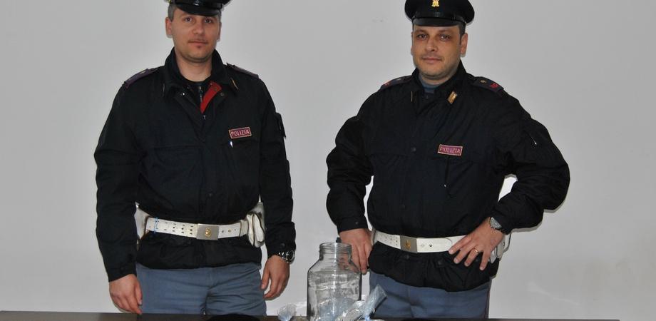 Blitz antidroga nel Nisseno: tre persone arrestate, sequestrati due sacchi di marijuana