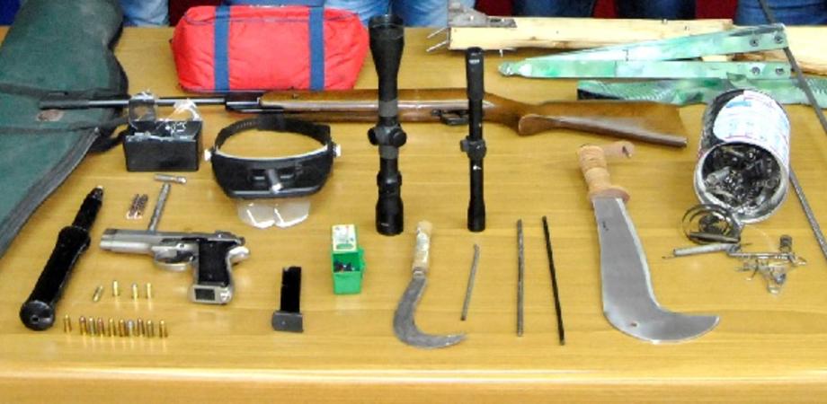 Nascondeva arsenale a casa: blitz della Polizia a Gela, un arresto