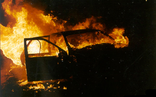 http://www.seguonews.it/san-cataldo-bruciata-una-bmw-gli-attentatori-lasciano-bidone-di-benzina