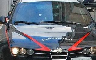 Caltanissetta, carabinieri fanno irruzione in una casa del centro: immigrato si getta dal 2° piano e scappa