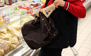 http://www.seguonews.it/ruba-alimenti-dal-supermercato-di-via-due-fontane-casalinga-nissena-tradita-dallantitaccheggio