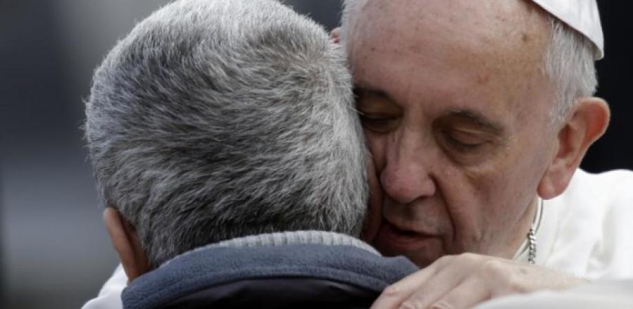"""""""Papa Francesco è con voi e mi ha mandato qui"""". Gela, il vescovo al fianco dei lavoratori che protestano"""