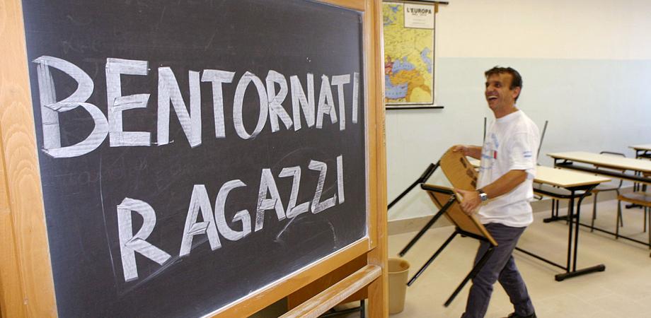 """Primo giorno di scuola a Caltanissetta, gli auguri della Giunta agli studenti: """"Siete voi la nostra speranza"""""""