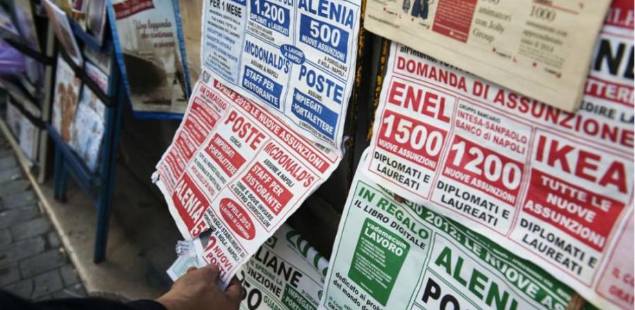 Giovani in crisi, l'Istat: uno su quattro non studia nè lavora. Maglia nera al Sud