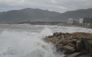 https://www.seguonews.it/maltempo-impazza-in-sicilia-forti-raffiche-di-vento-sospesi-i-collegamenti-marittimi