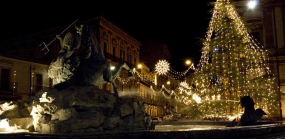 Natale a Caltanissetta, gli eventi di oggi. Concerto in piazza Grazia e cineforum alla Capuana