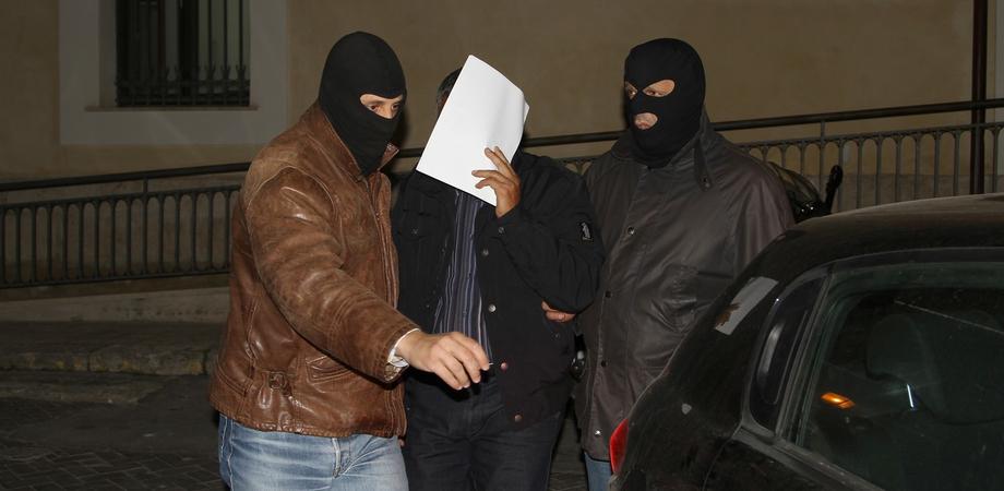 """Mafia, rapine ed estorsioni, operazione """"Discovery"""". La Dda di Caltanissetta arresta 12 persone"""