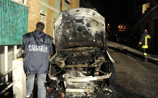 http://www.seguonews.it/caltanissetta-a-fuoco-lauto-di-un-impiegato-rogo-danneggia-prospetto-di-palazzo-aperta-indagine